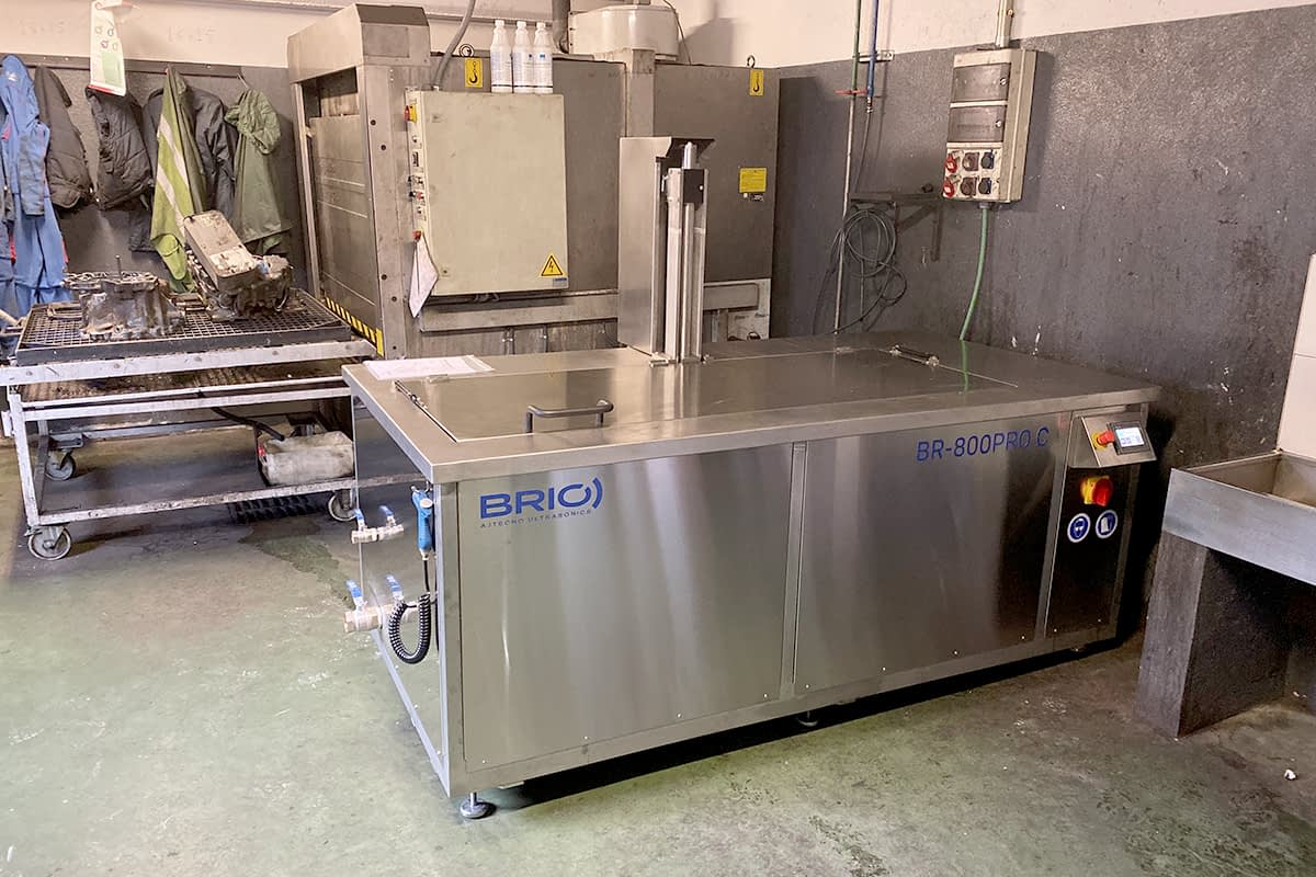 motor-naval-ship-engine-parts-ultrasonic-cleaning-machine-maquina-limpieza-ultrasonidos-overhaul-remanufacturing-reconstruccion-taller-workshop-1