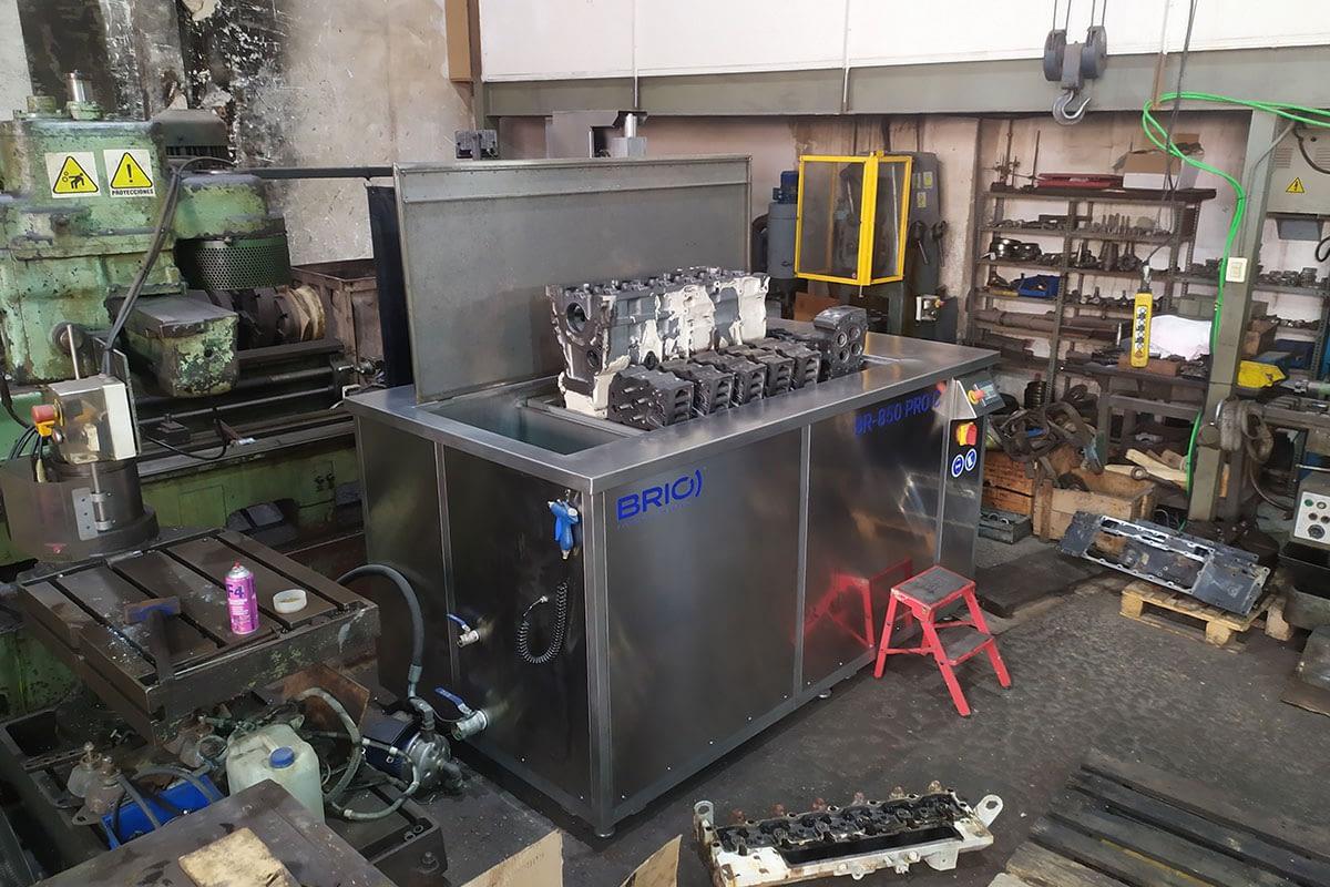 BRIO-motor-naval-ship-engine-parts-ultrasonic-cleaning-machine-maquina-limpieza-ultrasonidos-overhaul-remanufacturing-reconstruccion-block-head-0