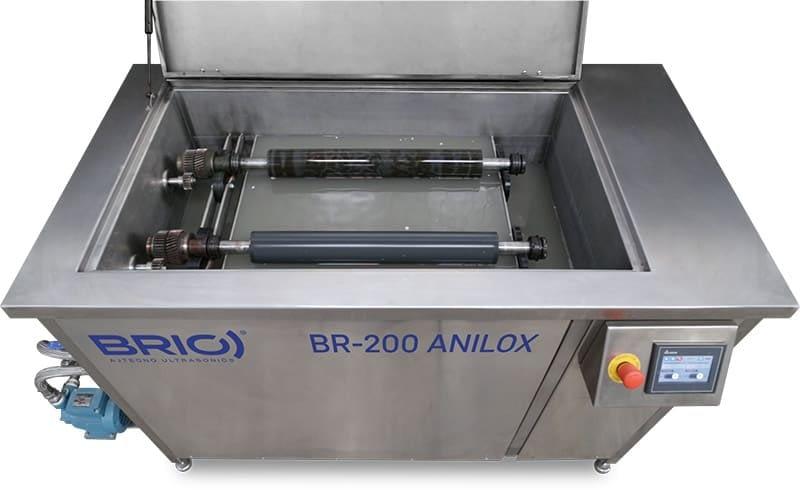 Maquina para la limpieza por ultrasonidos de rodillos anilox. Dos rodillos de capacidad. Vista interior.