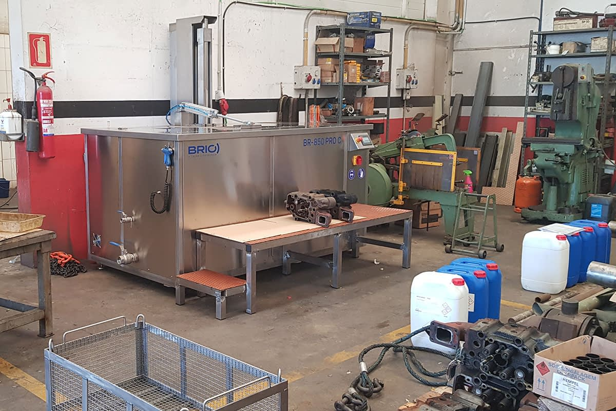 motor-naval-ship-engine-parts-ultrasonic-cleaning-machine-maquina-limpieza-ultrasonidos-overhaul-remanufacturing-reconstruccion-taller-workshop-2